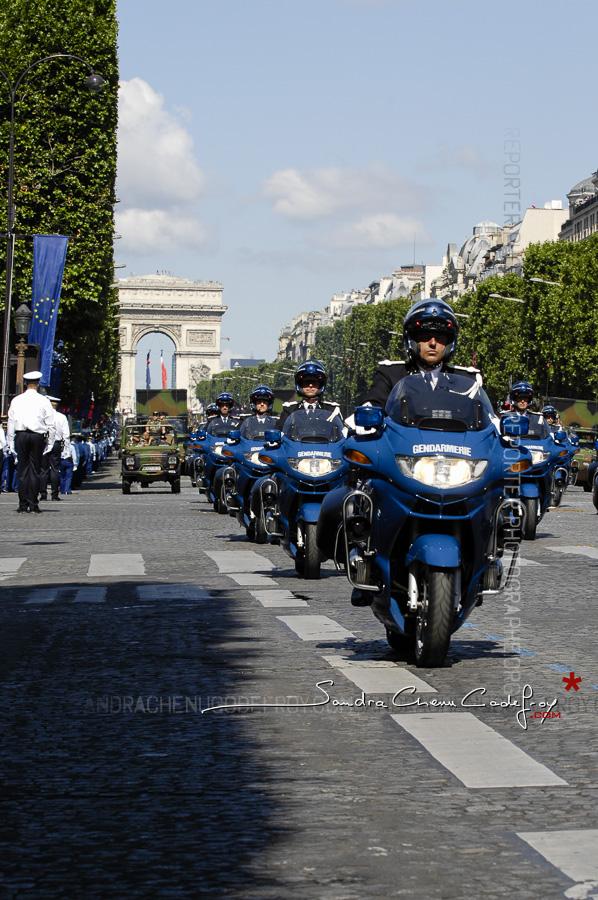 Brigade motocycliste de Gendarmerie au défilé du 14 juillet [Ref:1508-20-0358]