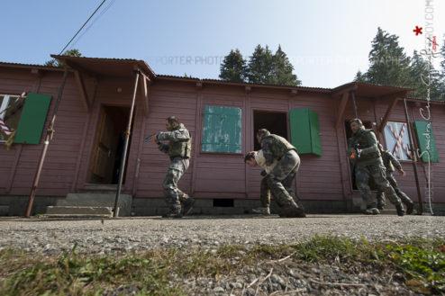 Libération d'otage par les raiders de la patrouille Cobra 69 lors du SRC 2009 [Ref: 4209-01-1139]