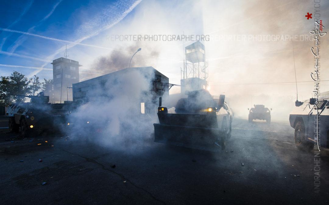 VBRG en contrejour dans les gazs lacrymogènes de Saint Astier