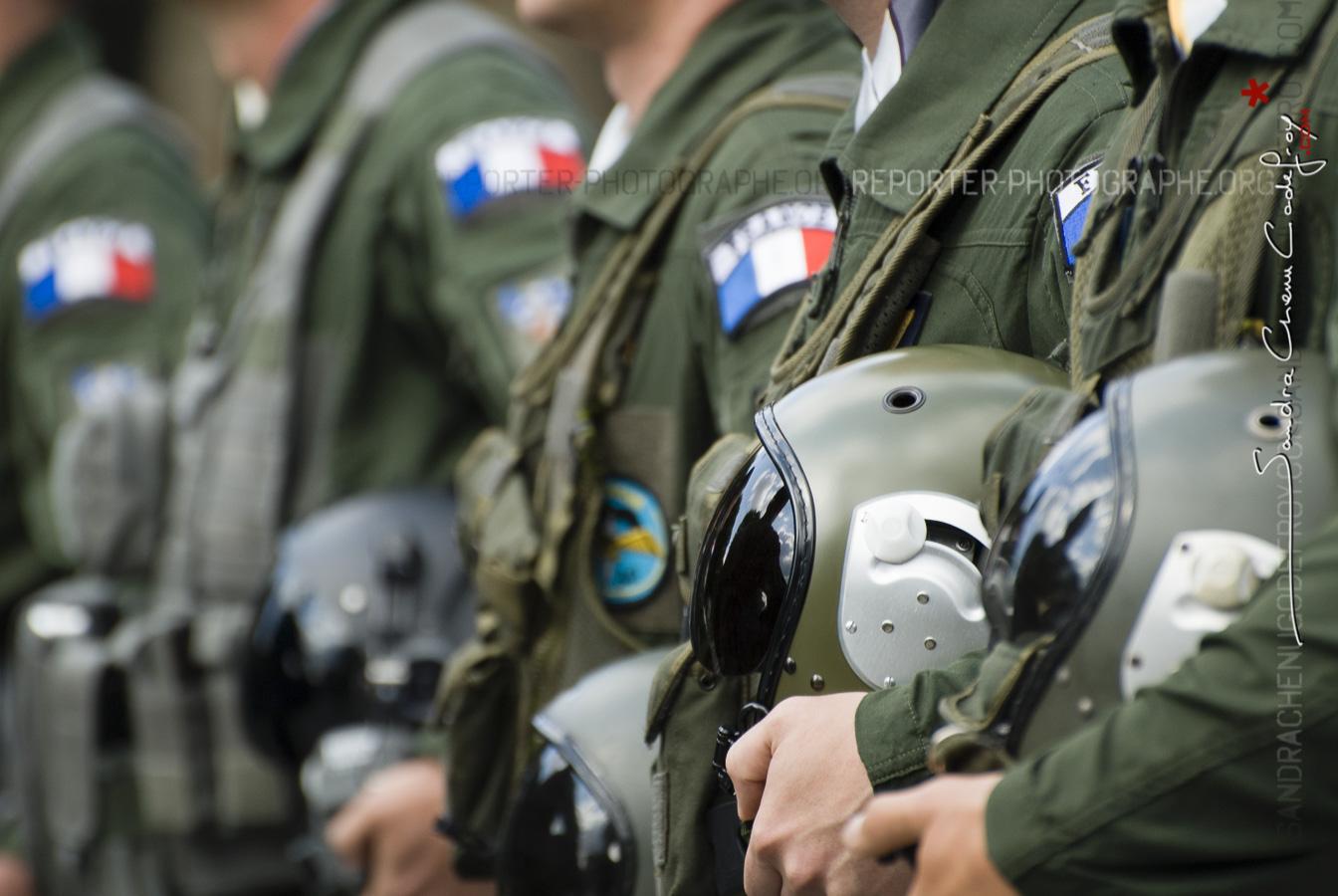Défilé à pied de pilotes sur les Champs Elysées [Ref: 4511-11-0843]
