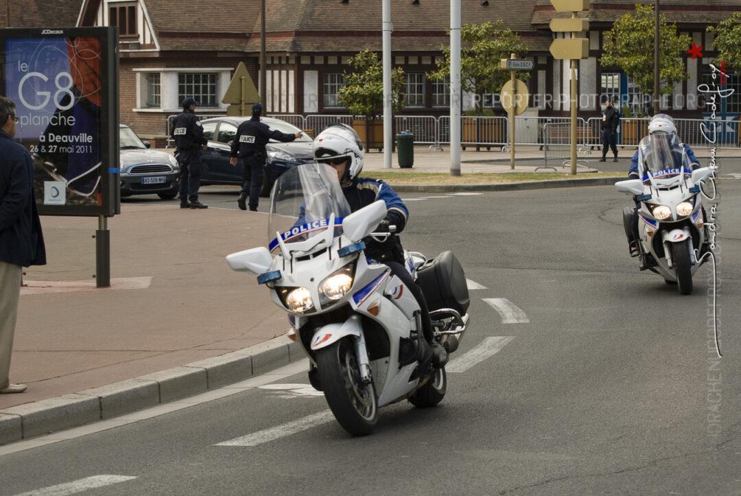 Motards de la Police Nationale circulant lors du G8 de Deauville [Ref: 1211-05-0380]