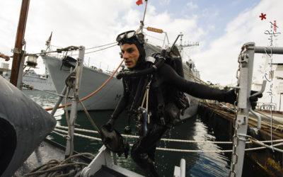 Sortie de l'eau d'un plongeur démineur [Ref:4310-19-0672]