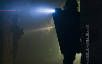 Progression dans le noir d'un policier du RAID [1111-15-0337]
