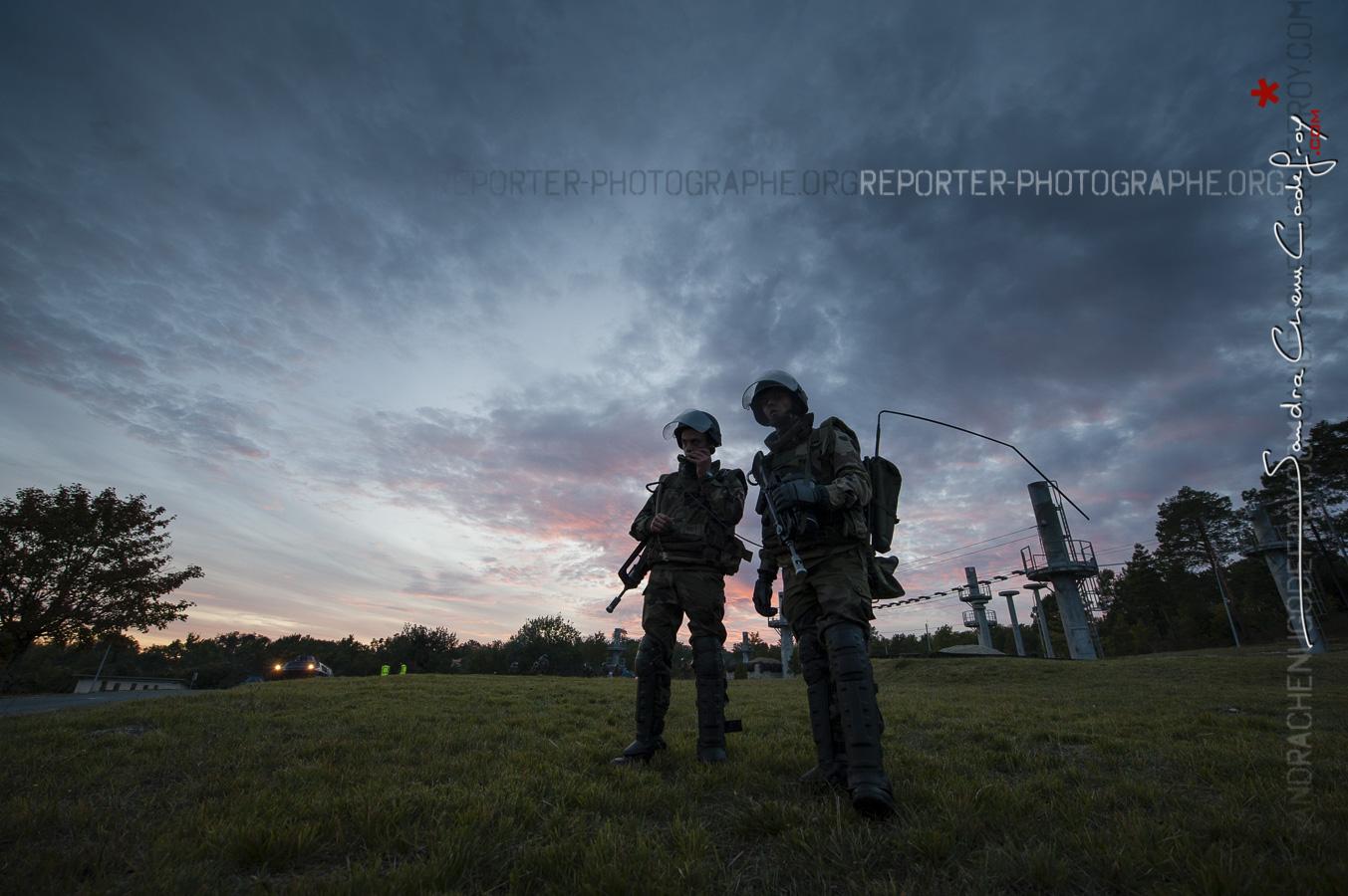 Soldats lors de l'exercice Satorex de nuit [Ref:1410-22-0710]