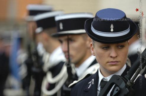 Portrait d'une femme gendarme départemental en fin de cérémonie [Ref:1508-28-0395]