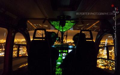 Vol de nuit d'un EC145 dans le ciel de Paris [Ref:3108-30-0702]