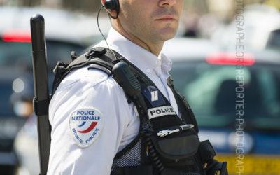 Policier sur la voie publique [Ref:1215-10-0428]