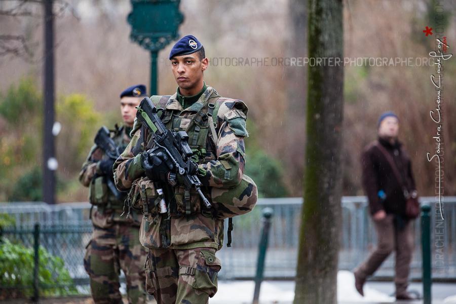 Patrouille Sentinelle à Paris [Ref:4116-04-0080]