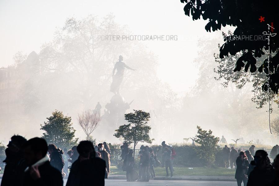 Le Triomphe de la République dans les gazs lacrymogènes [Ref:1416-09-0196]