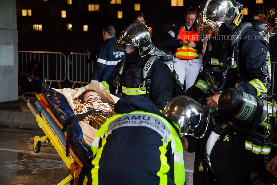 Prise en charge d'une victime par les pompiers de la BSPP [2116-15-0316]