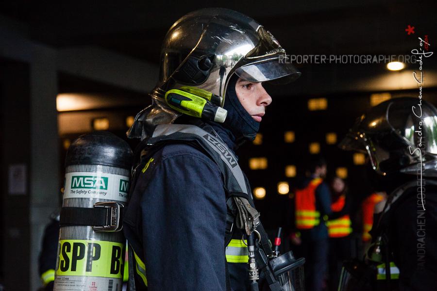 Sapeur pompier et son ARI [Ref:2116-15-0361]