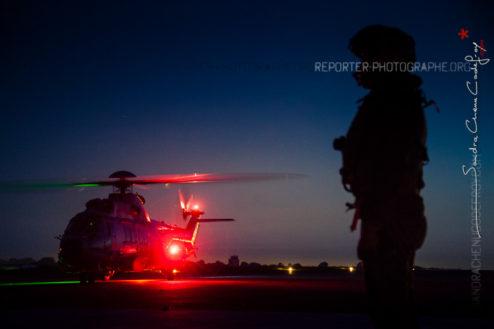 EC225 de la 32F posé de nuit sur l'aéroport de Mauperthus [Ref:3216-16-0907]