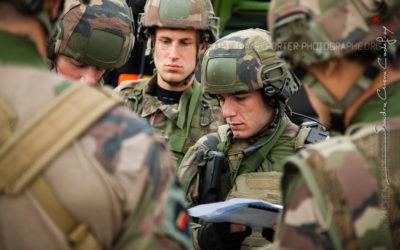 Sergent du 3ème RPIMA au briefing  [Ref:4316-14-1080]