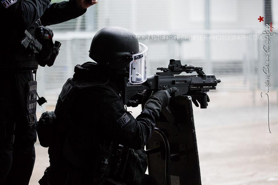 Policier du RAID et G36 [Ref:2116-15-0034]