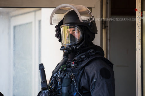 Opérateur du RAID en tenue NRBC [Ref:2316-40-0812]