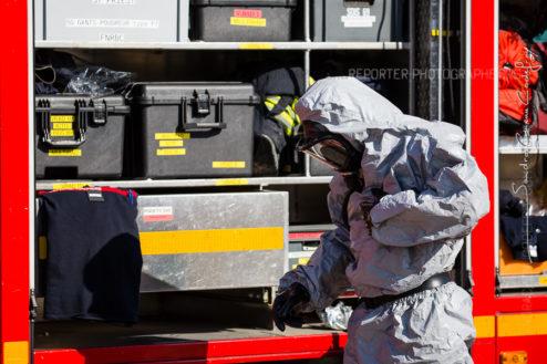 Sapeur pompier en tenue NRBC [Ref:2316-40-0853]