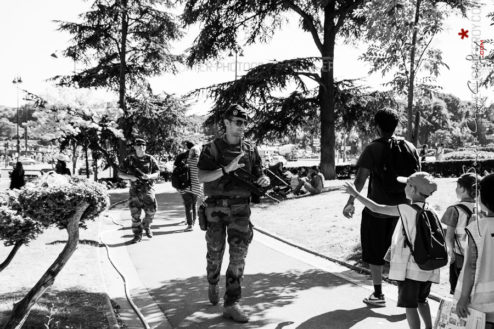 Patrouille Sentinelle dans les jardins du Trocadéro [Ref:4116-30-0287]