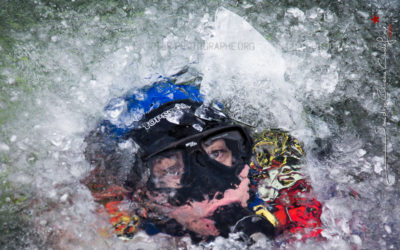 Les plongeurs gendarmerie s'entraînent sous la glace