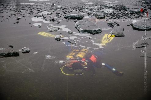 Plongeur de la gendarmerie sous la glace [Ref:1317-05-0258]
