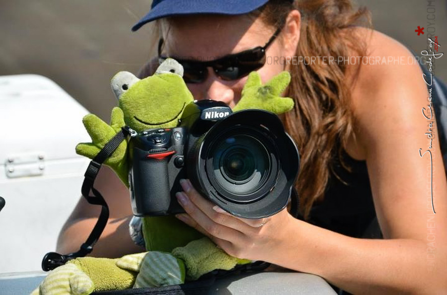 Photo en action de Sandra Chenu Godefroy avec la grenouille Big Frog