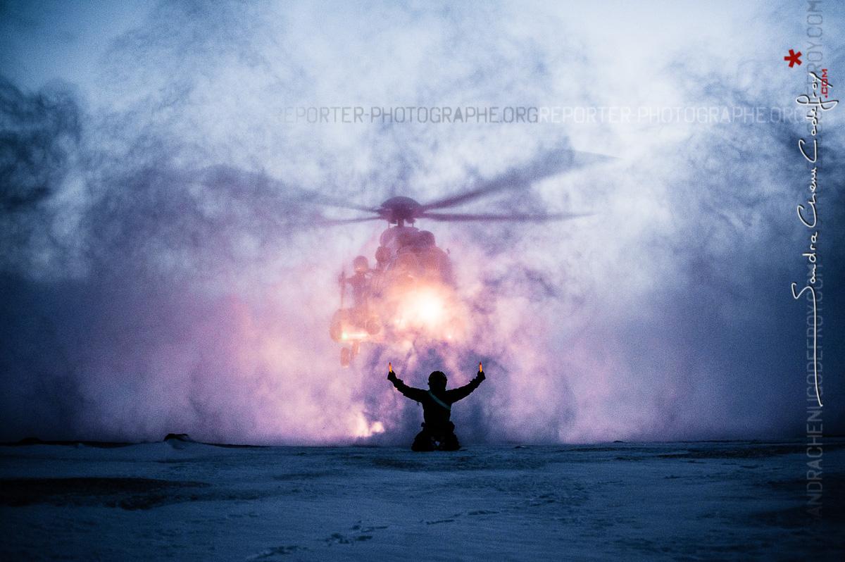 Posé d'un AS332 Super-Puma dans les neiges arctiques [Ref:3212-01-3474]
