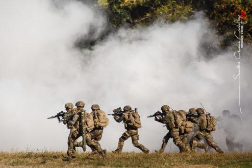 Assaut d'infanterie lors de la démonstration de l'armée de Terre [Ref:4518-13-0372]