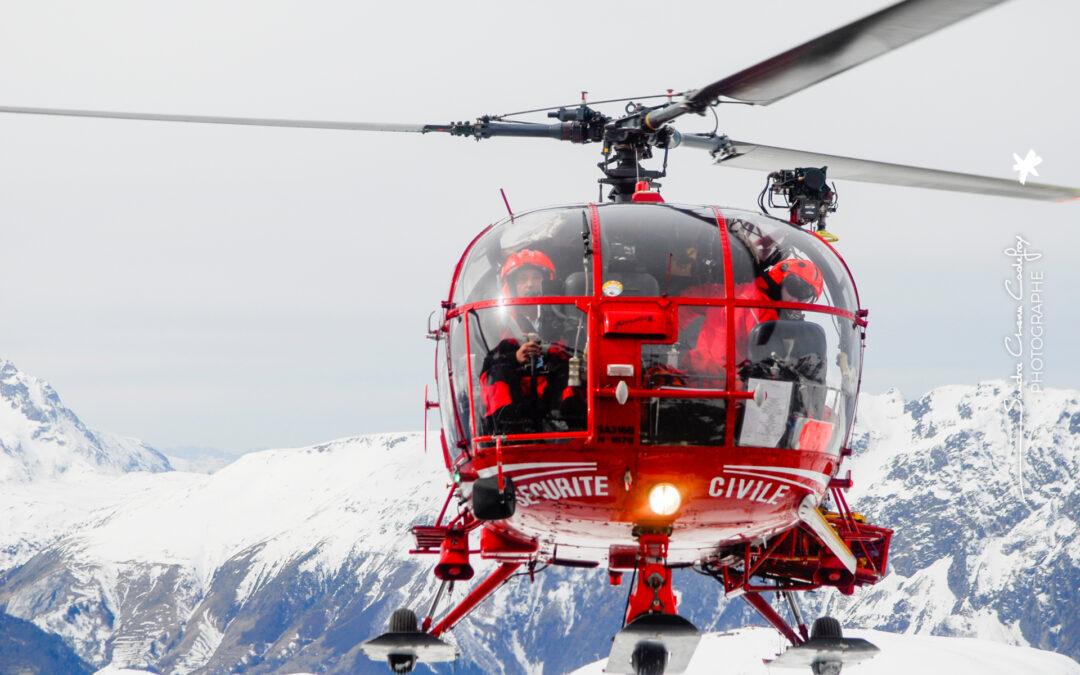 Alouette 3 dragon 38 en stationnaire au dessus de l'alpe d'huez