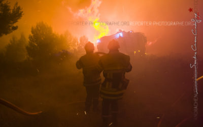 Incendie de l'étang de Berre: Binôme de pompiers sur le front de flammes