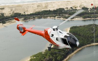 Vol d'un hélicoptère EC-120 de l'EAALAT au dessus de l'étang d'Hossegor