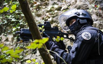 Policier du RAID en appui [Ref:1111-15-0130]