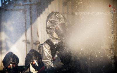 Marin s'entraînant à la lutte incendie au CFPES [Ref:2212-02-0045]