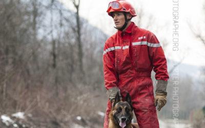 Pompier maître chien et son chien de recherche [Ref:2110-03-1900]