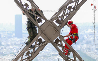 Ascension de la tour Eiffel par le GREP et le GIGN [Ref:1108-14-0597]