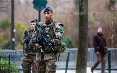 Soldats du 1er RI en patrouille Sentinelle à Paris