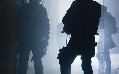 Policiers du RAID en contrejour [Ref:1111-15-0386]
