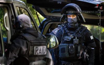 Des policiers du RAID en exercice prise d'otages