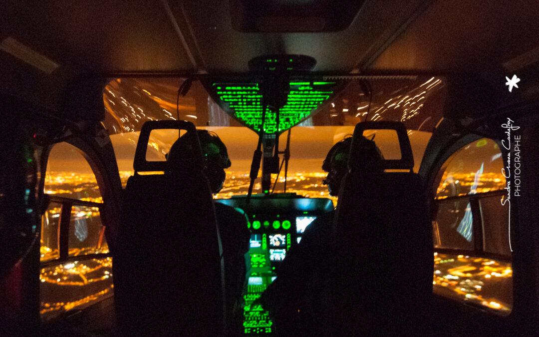 Dans le cockpit d'un EC145 gendarmerie de nuit